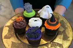 For when you would rather share treats than tricks.these BOOtiful cupcakes are sure to be a SCREAM! Custom Cupcakes, Custom Cookies, Halloween Cupcakes, Scream, Cake Pops, Fondant, Icing, Treats, Urban