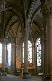 The St Denis Basilica in France is known as the original Gothic cathedral. It ha… La basilique Saint-Denis en France … Gothic Style Architecture, Architecture Romane, Cathedral Architecture, Romanesque Architecture, Beautiful Architecture, Beautiful Buildings, Architecture Details, Ribbed Vault, Flying Buttress