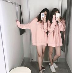Pin by lee niusha on friendship in 2019 fotos mejores amigas Mode Ulzzang, Ulzzang Korean Girl, Ulzzang Couple, Ullzang Boys, Ullzang Girls, Ulzzang Girl Fashion, Foto Best Friend, Korean Best Friends, Girl Friendship