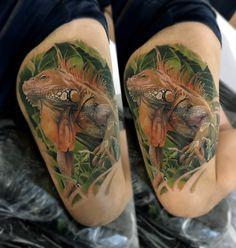 Тату на руці - задня сторона плеча: виконано у кольоровому стилі майстрами   #customhousetattoo  #татульвів #татунаруку #цветноетату #цветноетатунаруке #colortattoo #lizardtattoo #tattooonhand Tattoos, Tatuajes, Tattoo, Tattos, Tattoo Designs