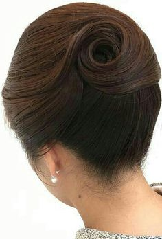 """夜 会 - """"Swirl"""" termina updo - fun - # fun . 1950s Hairstyles For Long Hair, Mom Hairstyles, Vintage Hairstyles, Pretty Hairstyles, Hair Up Styles, Natural Hair Styles, High Fashion Hair, Bridal Hair Inspiration, Beehive Hair"""
