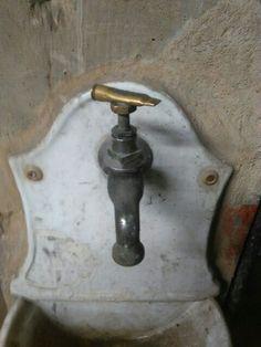 Per l'acqua si può uccidere. #acqua #morte #water #murder #omicidio #rubinetto #acquacorrente #marmo #aperto #chiuso #apertochiuso #ilovewater #acquabenecomune #benecomune #benecomune