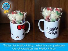 Taza de #HelloKitty rellena con paletas de chocolate de Hello Kitty #ChocoGeek