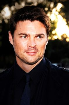 julianmoore:  Sunset Light suits him, hmmm. - Karl Urban
