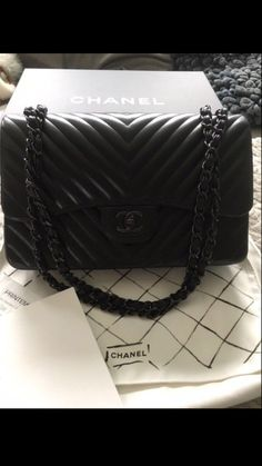 FINN – Chanel so black jumbo double flap chevron