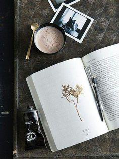 food photography, drink/ coffee photography book and coffee Book And Coffee, I Love Coffe, Coffee Shop, Coffee Cups, Coffee Lovers, Cozy Coffee, Winter Coffee, Coffee Menu, Coffee Girl