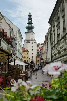The Capital Bratislava, Slovakia. It might be quiet, but Bratislava certainly is pretty in the sleepy hours of morning. Places To Travel, Places To See, Wonderful Places, Beautiful Places, Bósnia E Herzegovina, Danube River Cruise, Cruise Europe, Bratislava Slovakia, Voyage Europe