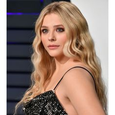 Nothing says Hollywood #glam like a night at the Oscars! We can't get enough of these red carpet looks! What looks do you love? Check out mghairandmakeup.com for more! #hairandmakeup #oscars2019 #love #hairinspiration #repin  -  We're here for Chlo Grace Moretz's longer wavier hair and sultry makeup.