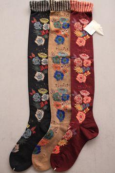 COKRICO ハイソックス(BK,CM,MN). prettiest socks I've ever seen. #socks #folk #flowers
