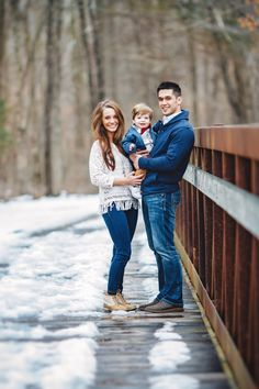 Couple's Son Helped Dad Propose in the Cutest Way Possible Couple's Son Helped Dad Propose in the Cutest Way Possible - Unique Baby Outfits Fall Family Picture Outfits, Winter Family Pictures, Family Photos With Baby, Summer Family Photos, Family Picture Poses, Family Photo Sessions, Family Posing, Couple With Baby, Family Christmas Photos