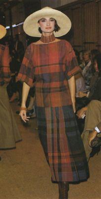 Perry Ellis 1984 Makeup by Linda Cantello Plaid Fashion, 80s Fashion, Vintage Fashion, Minimal Look, 20th Century Fashion, Johnston Murphy, Perry Ellis, Designer Wear, Vintage Designs