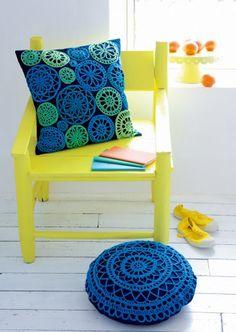 Was für eine Farbkombination - toll! // Good inspiration for something different Crochet Diy, Crochet Quilt, Crochet Squares, Crochet Home, Love Crochet, Crochet Doilies, Crochet Designs, Crochet Patterns, Crochet Cushions