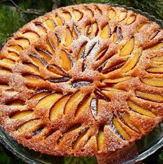 5 Mimutes Cake Plum Dessert Recipe: 125 grams of butter, half a glass of milk . Cake Recipes, Dessert Recipes, Plum Cake, Quiche, Prune, Biscuits, Food Humor, Cupcake Cookies, Food And Drink