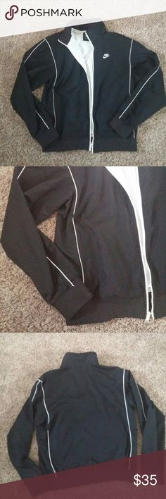 Mens Nike windbreaker zip up jacket Nice in very good condition will fit womens as well size L to M Nike Jackets & Coats