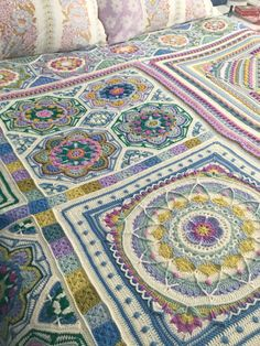I must say it has been a joy catching up with some of the Point Granny Au Crochet, Crochet Squares Afghan, Granny Square Crochet Pattern, Crochet Blocks, Motif Mandala Crochet, Crochet Motifs, Crochet Stitches, Crochet Bedspread Pattern, Afghan Crochet Patterns