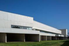 Inaugurado o Museu de Arte Contemporânea Nadir Afonso assinado por Álvaro Siza…