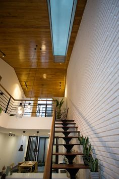 Industrial House, Industrial Design, Learn Korea, Foyer Staircase, Minimal Living, Minimalist House, Townhouse, Minimalism, Buildings