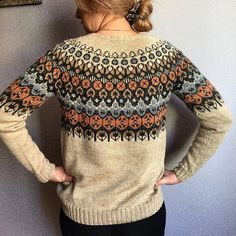 Bilderesultat for arrow iceland maria carlander Fair Isle Knitting, Loom Knitting, Knitting Stitches, Clothing Patterns, Knitting Patterns, Icelandic Sweaters, Fair Isle Pattern, How To Purl Knit, Crochet Clothes