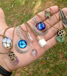 Colares e amuletos da sorte! - Colares e amuletos da sorte! Hippie Jewelry, Cute Jewelry, Bridal Jewelry, Jewelry Accessories, Jewelry Design, Unique Jewelry, Hippie Accessories, Bijoux Design, Dainty Jewelry