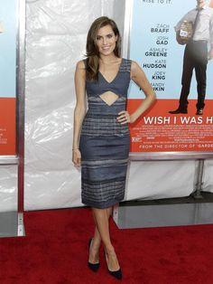 Allison Williams con un vestido asimétrico de Altuzarra