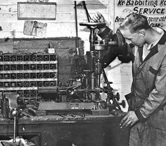 Scenes From Another Time – A Busy Auto Machine Shop Vintage Cars, Vintage Shops, Vintage Auto, Garage Repair, Old Garage, Car Memes, Old Fords, Antique Tools, Machine Tools
