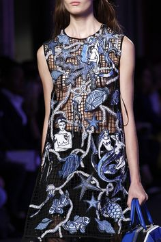 See all the Details photos from Emilio Pucci Spring/Summer 2016 Ready-To-Wear now on British Vogue Net Fashion, Fashion Details, Fashion Prints, High Fashion, Fashion Show, Fashion Design, Milan Fashion, Emilio Pucci, Haute Couture Style