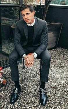 Monochrome business casual inspiration with a charcoal sweater black leather lace ups silver watch white button up shirt black sweater Stylish Men, Men Casual, Charcoal Suit, Style Masculin, Suit And Tie, Well Dressed Men, Gentleman Style, Mens Clothing Styles, Wedding Suits