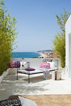 mediterraneanfeel:  Villa Mandarina was a dream that come true to Ana T. Béjar. As a result of her work the house turn to haven of light and...