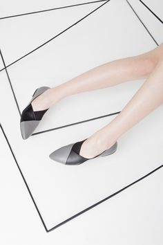 Dyan creates unique leather shoes that comes from the designer's personal vision and inner sensitivity. Leather Shoes, Kitten Heels, Display, Pure Products, Collection, Style, Fashion, Leather Dress Shoes, Floor Space