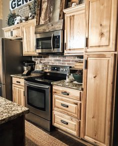 When designing your home is the rustic design, the kitchen is one area where you can do a lot. Here are stunning rustic kitchen cabinet ideas. Hickory Kitchen Cabinets, Kitchen Cabinet Design, Kitchen Redo, Country Kitchen Cabinets, Kitchen Ideas, Cabin Kitchens, Küchen Design, Home Remodeling, Kitchen Remodeling