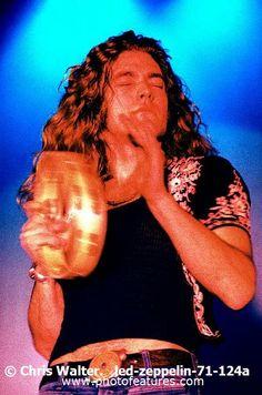 Robert Plant 1971 Archive Music, John Paul Jones, Stairway To Heaven, Robert Plant, Music Photo, Attractive Men, Led Zeppelin, Classic Rock, Rock N Roll