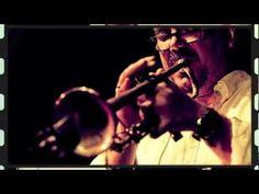 El currículum de colaboraciones de Pastor es casi inigualable y viene avalado por su carrera en solitario con títulos como Introducing (Omix, 2002), Stringworks (Omix, 2005), Armageddon (Omix, 2012), o el directo en el festival Polisònic de Gandia con su trío Nu-Roots, una descarga de jazz y groove en la cual Pastor despliega con maestría todo su saber hacer.