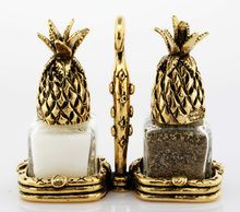 Kitchen Cabinet Pineapple Salt and Pepper Shakers - You've never seen anything like these Pineapple Salt and Pepper Shakers from Silvie Goldmark Design artist Tho Diy Kitchen Decor, Shabby Chic Kitchen, Kitchen Design, Kitchen Ideas, Kitchen Wood, Kitchen Supplies, Kitchen Layout, Kitchen Inspiration, Kitchen Island
