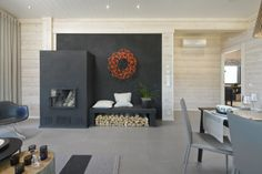 Dark grey fireplace. Villa Merengue. Honka holiday homes.