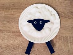 Ein Schaf aus Pappteller – Basteln mit Kindern A sheep made of paper plates – crafts with children Sheep Crafts, Farm Crafts, Paper Plate Crafts, Paper Plates, Fun Crafts For Kids, Diy For Kids, Children Crafts, Koala Craft, Shaun The Sheep