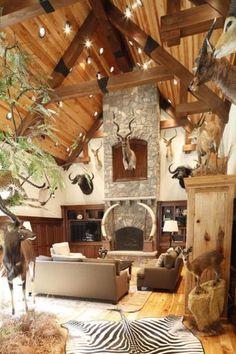 trophy room ideas Cabin Homes, Log Homes, Hunting Lodge Decor, Hunting Rooms, Hunting Lodge Interiors, Hunting Bedroom, Rustic Lodge Decor, Holland, Trophy Rooms