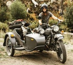 """uralmotorcycles: """"Sidecar for your sidekick. Becca Skinner and her trusty stee… – thomas dirk uralmotorcycles: """"Sidecar for your sidekick. Becca Skinner and her trusty stee… uralmotorcycles: """"Sidecar for your sidekick. Becca Skinner and her trusty stee… – Ural Bike, Scrambler Motorcycle, Motorcycle Travel, Vintage Motorcycles, Cars Motorcycles, Automobile, Moto Style, Biker Girl, Scooters"""