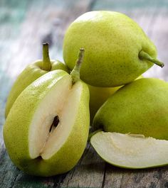 Do you know the array of health benefits pears has to offer? If no, learn here about 30 benefits of pears, nutrition facts, healthy recipes & other facts Pear Recipes Healthy, Healthy Fruits, Lorraine, Pear Nutrition, Pears Benefits, Fiber Rich Fruits, Low Fiber Diet, Roasted Pear, Arches