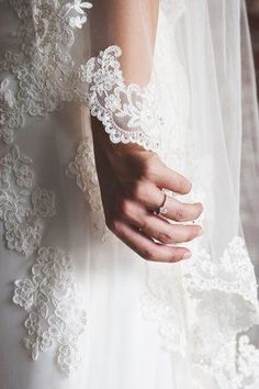 Ideas Bridal Photoshoot Poses There are different rumors about the annals of the marriage dress; tesettür First Narration; Bridal Portrait Poses, Bridal Poses, Bridal Photoshoot, Bride Portrait, Bridal Session, Bridal Shoot, Wedding Poses, Wedding Couples, Wedding Ideas