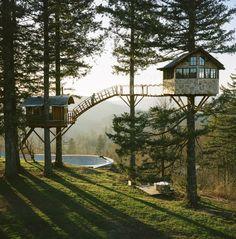 Zwei Baumhäuser, eine Badewanne mit Feuer und ein Skate Bowl im Wald: The Cinder Cone | Das Kraftfuttermischwerk