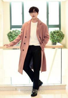 Him and his coats(๑˙❥˙๑) Korean Star, Korean Men, Actors Male, Actors & Actresses, Korean Celebrities, Korean Actors, Asian Boys, Asian Men, Ahn Hyo Seop