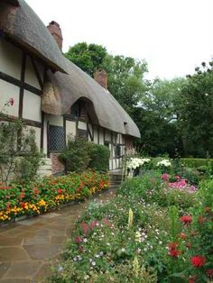 Anne Hathaway's Cottage and Garden. Stratford-upon-Avon, Warwickshire, England. Anne Hathaway's Cottage, Cozy Cottage, Cottage Style, Thatched House, Thatched Roof, Brighton, English Country Cottages, British Home, Stratford Upon Avon