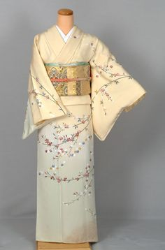 Pastel Ombre Houmongi with Delicate Flowering Tree Branches Japanese Clothing, Japanese Outfits, Japanese Fashion, Kimono Japan, Japanese Kimono, Oriental Fashion, Asian Fashion, Traditional Japanese, Traditional Dresses