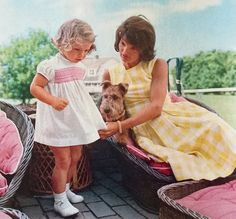 Jacqueline and Caroline photographed by Jacques Lowe in 1960.