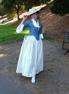Vestito con corsetto e copricapo