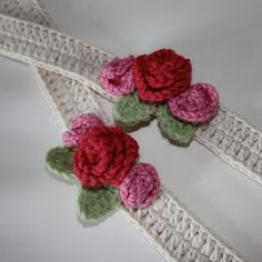 A very simple but pretty pair of curtain ties, the perfect finishing touch for a floral theme. Great for using up oddments of yarn. Crochet Home, Love Crochet, Crochet For Kids, Crochet Baby, Knit Crochet, Crochet Edgings, Crochet Flower Patterns, Crochet Flowers, Crochet Curtains