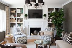contemporary eclectic family room, grasscloth, built in bookcases, bookshelf design