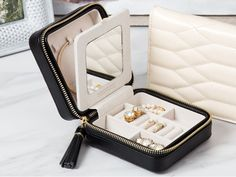 The quilted jewelry travel case from WOLF 1834 protects your jewelry in luggage and bags. Each is handmade with a distinctive look. Keep Jewelry, Jewelry Case, Simple Jewelry, Cute Jewelry, Jewelry Travel Case, Boho Jewelry, Travel Jewelry Organizer, Jewelry Organization, Organization Ideas