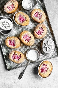 Rhubarb & Vanilla Friands >>HAVE MADE. Light texture with the enjoyable tang of rhubarb and the warm scent of vanilla. Just Desserts, Delicious Desserts, Dessert Recipes, Yummy Food, Slow Cooker Desserts, Naked Cakes, Rhubarb And Custard, Rhubarb Recipes, Little Cakes