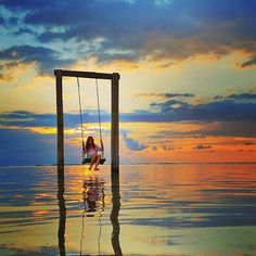 Swinging while sunset come! Make this beautiful island become Perfect as Paradise! ============================== Photo by @budi2511 Thanks for sharing. NOTE : KEEP BALI CLEAN IF WANT TO REGRAM FROM THIS PAGE PLEASE MENTION @fascinatingbali & PHOTO'S OWNER. THANKS ============================== Visit our Site (link on Bio) Keep use hashtag #fascinatingbali to allow Us feature your moment in Bali ============================== #sunset #ombaksunset #swing #giliislands #wonderful_places…